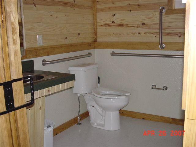 Kanopolis cabin-bathroom